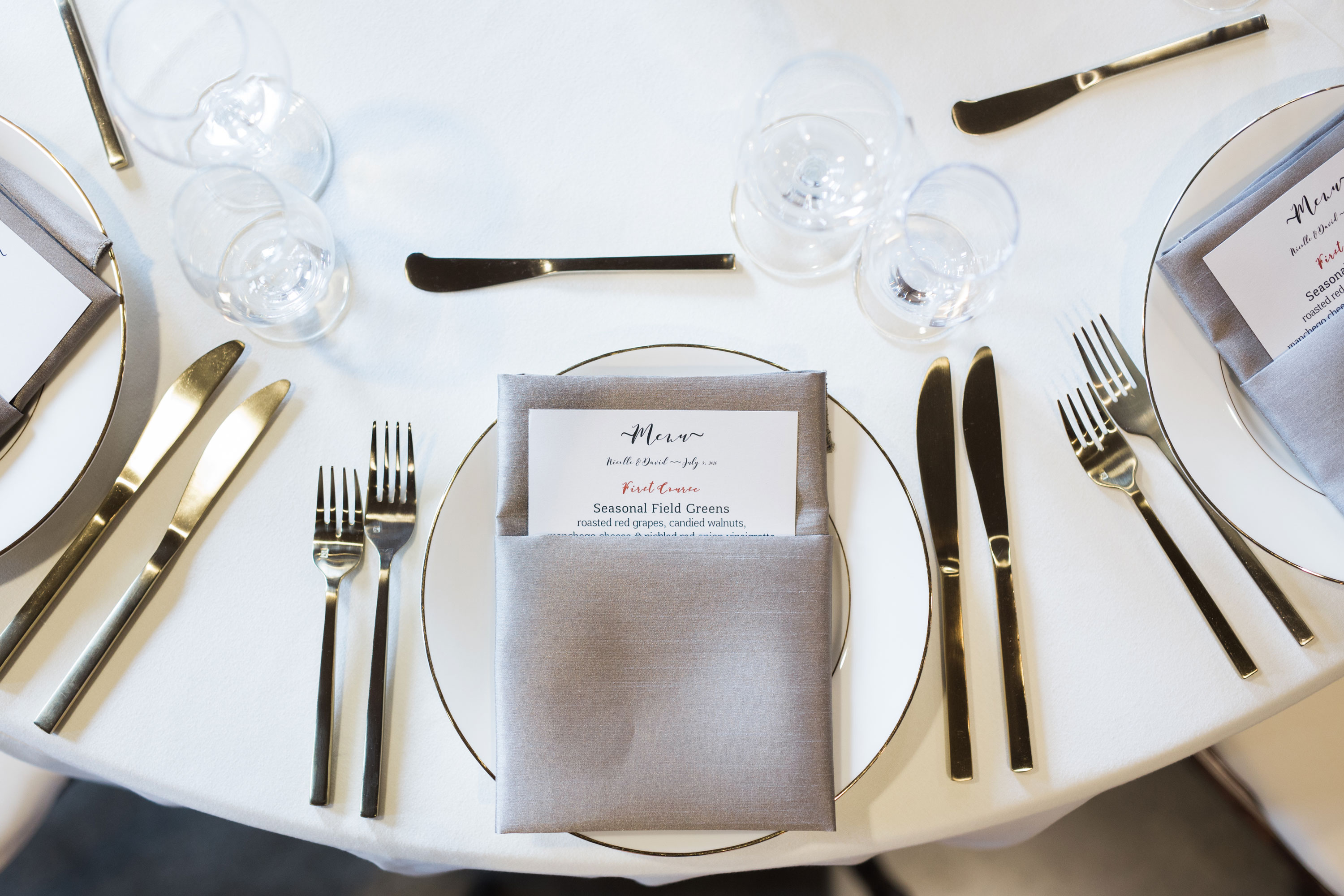 nicolle-and-david-wedding-table-setting